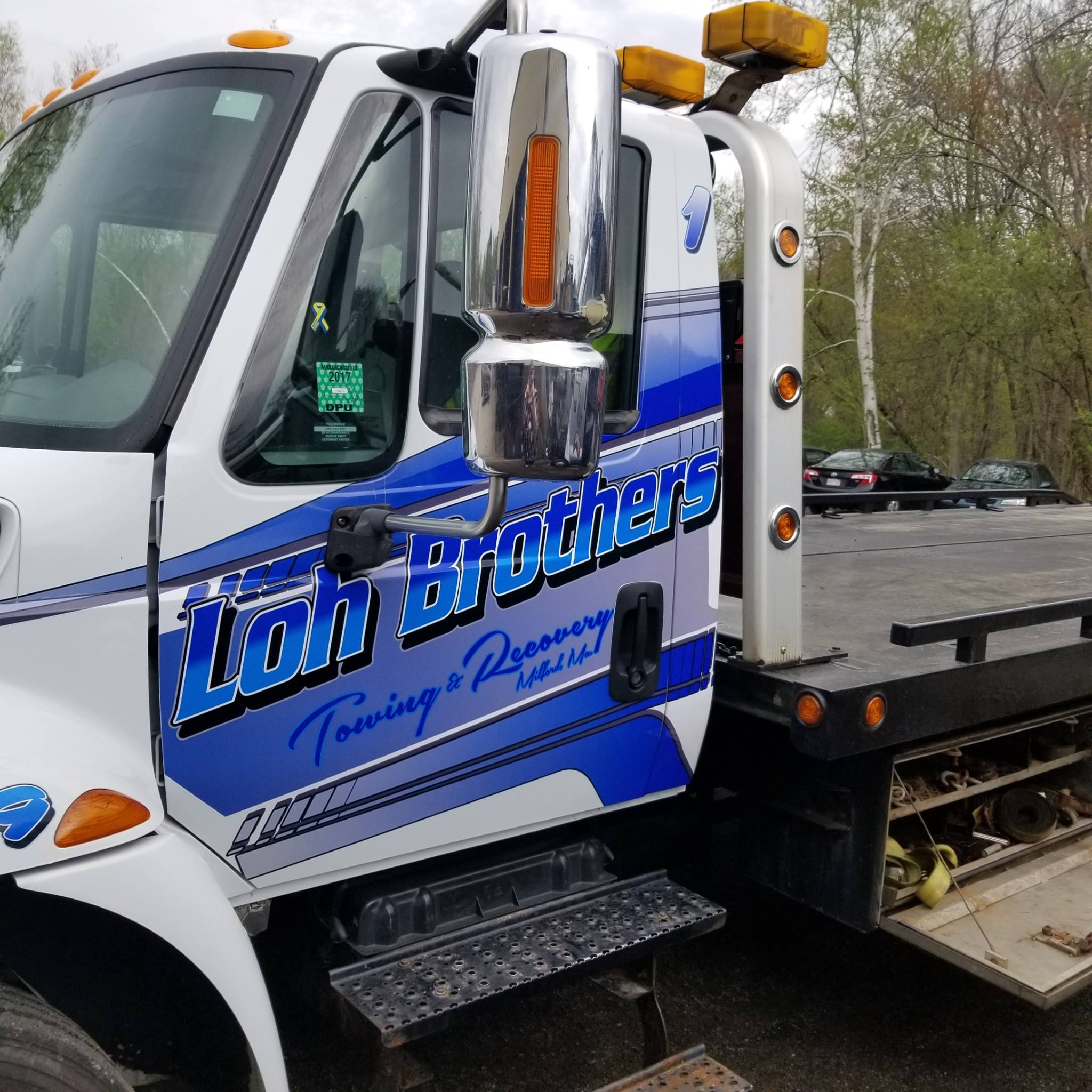 Loh Brothers Towing logo