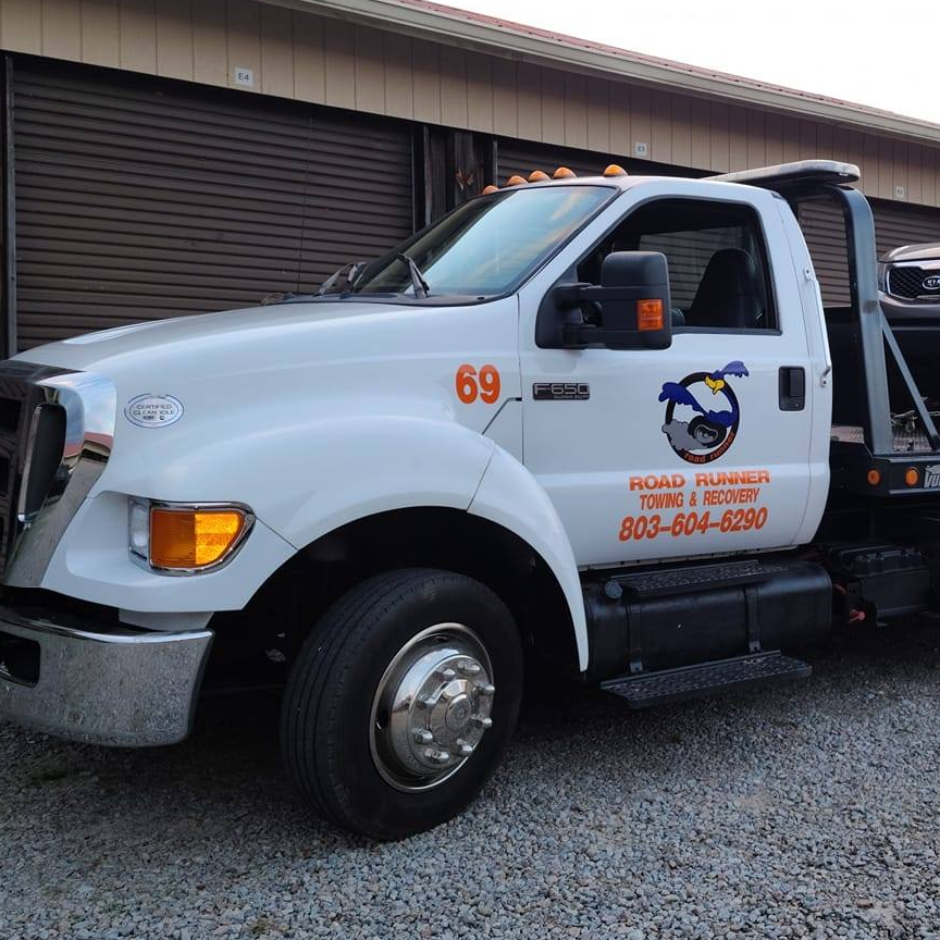 Roadrunner Towing and Recovery LLC logo