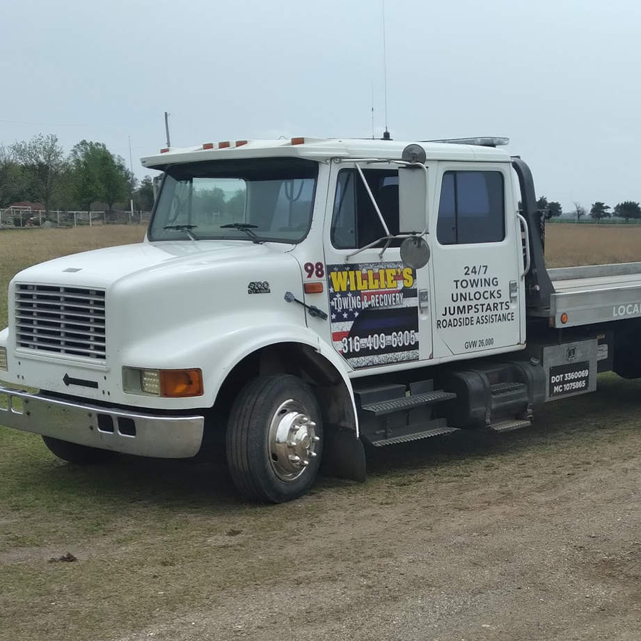 Willie's Towing & Recovery logo